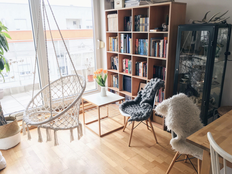 Jysk viseća stolica u svijetlom interijeru