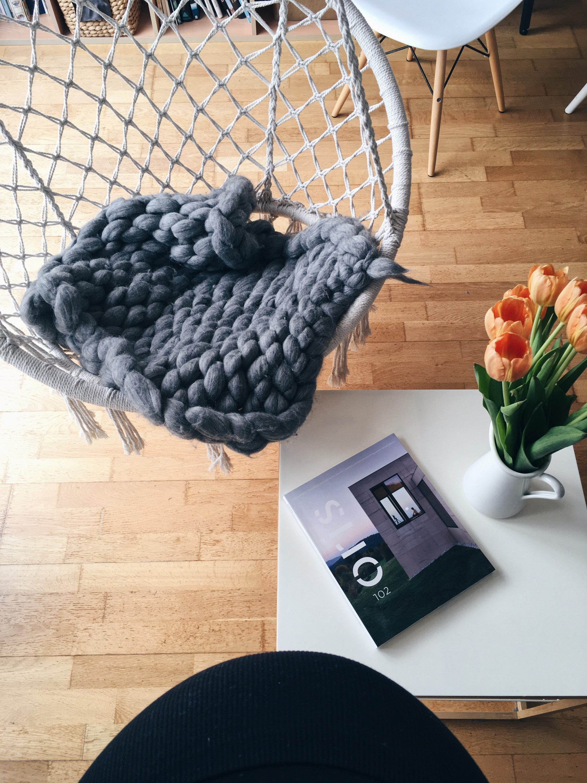 Casopis Oris na Ikea stolicu