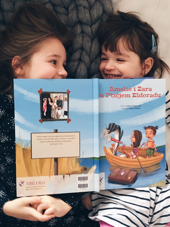 Amelie i Zara čitaju priču za djecu Ptičji Eldorado. Djeca čitaju priču.