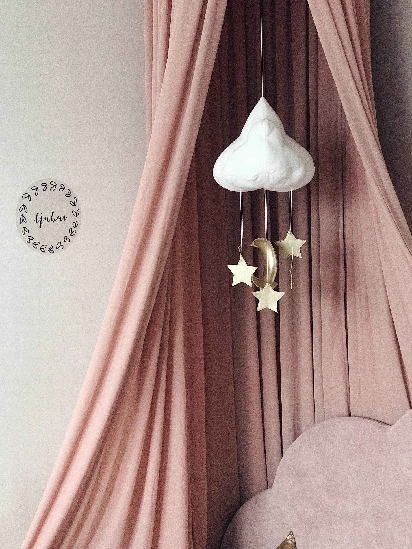 ružičasti baldahin, oblak i zvijezde visilica