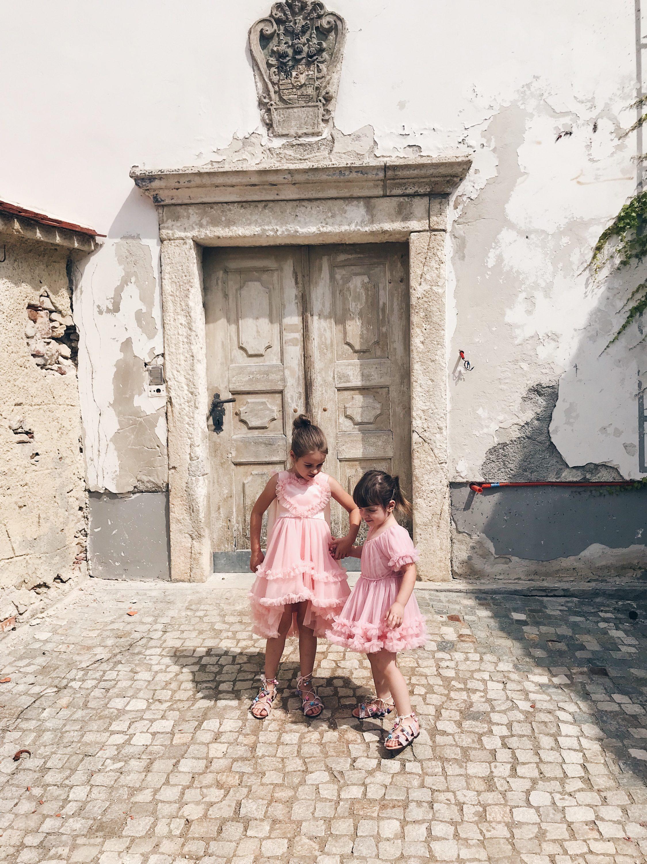 djevojčice ispred crkve Klanjec
