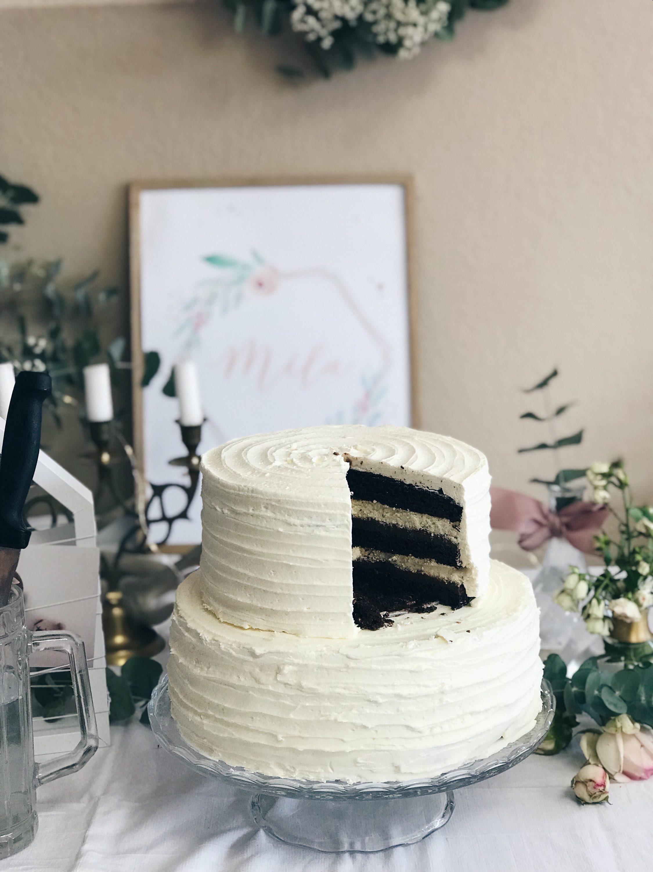 presjek čokoladne torte dekoracija za krštenje