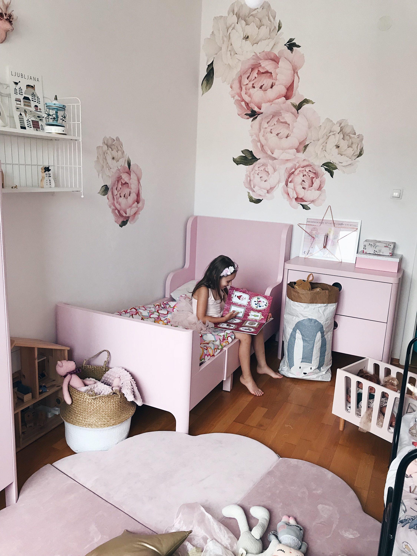 ružičasta dječja soba