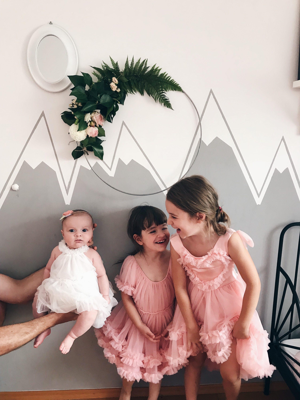 tri sestrice se smiju