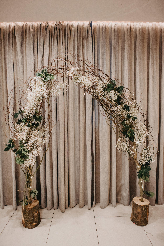 vrba dekoracija za svadbu dva panja