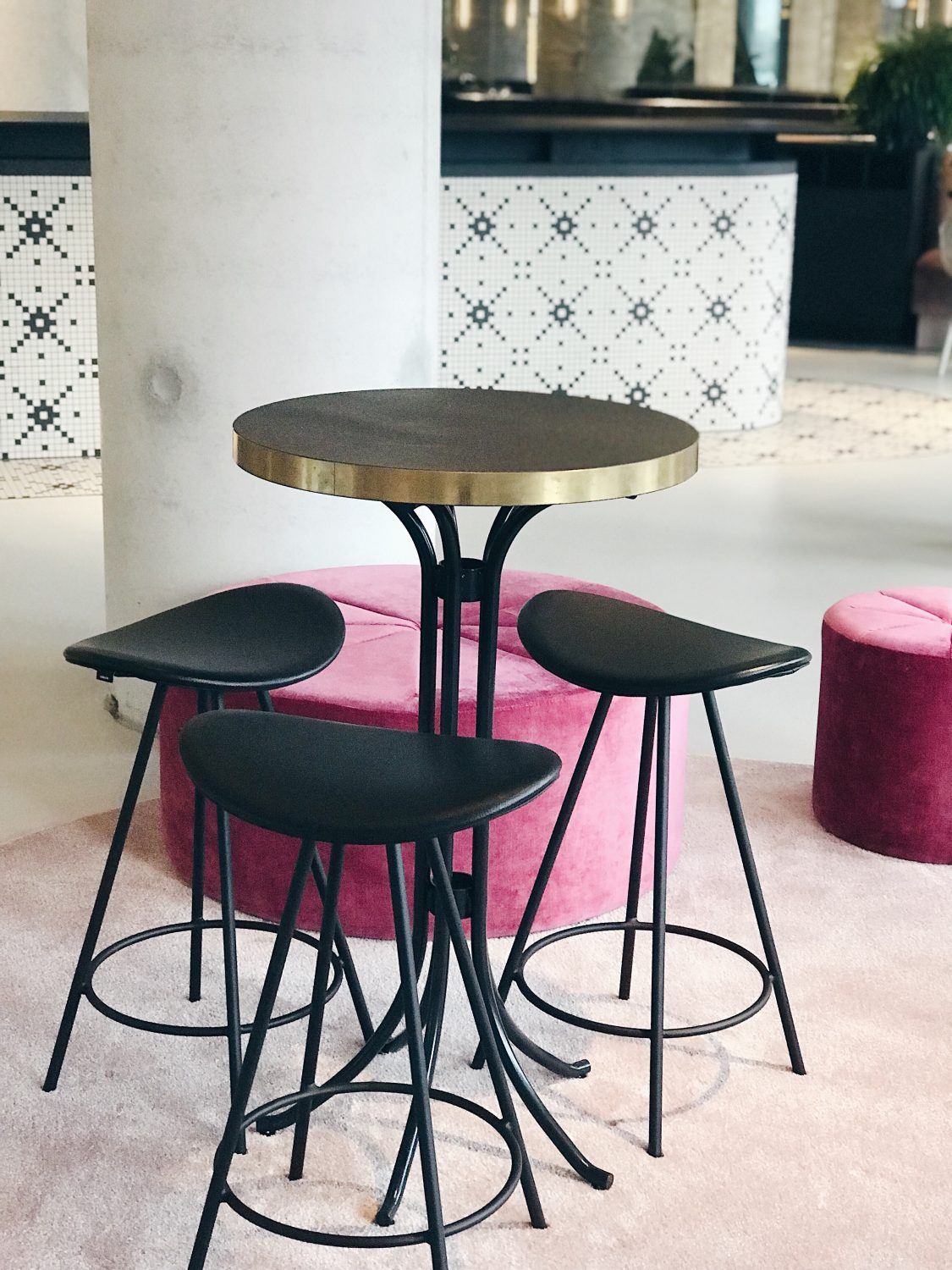 hotel qo amsterdam table and chairs