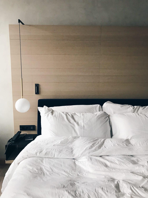 hotel qo amsterdam room bed